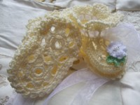 ANGEL SHOES 119..LOVELY VANILLA THREAD CROCHET BABY SHOES FOR A SMALL NEWBORN