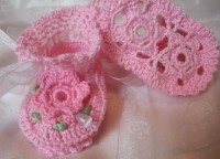 ANGEL SHOES 124..PRETTY PINK THREAD CROCHET BABY SHOES 0-3MTHS.