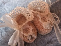 ANGEL SHOES 126..DOUBLE CREAM THREAD CROCHET BABY SHOES 0-3MTHS.