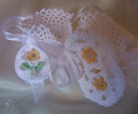 ANGEL SHOES 131..WHITE DAISY THREAD CROCHET CHRISTENING SHOES 0-3MTHS.