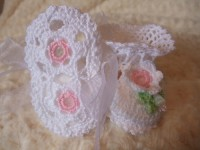 ANGEL SHOES 137..WHITE DAISY THREAD CROCHET CHRISTENING SHOES 0-3MTHS.