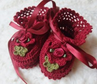 ANGEL SHOES 140.. RUBY RED THREAD CROCHET BABY SHOES 0-3MTHS.