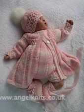 KNITTING PATTERN.. CHUCKLES... FOR A 4 PIECE BABY SET WRITTEN IN 3 SIZES.